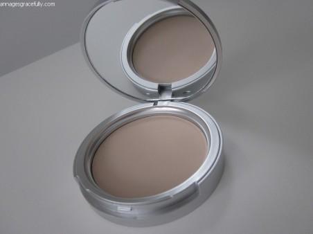 Blezi compact powder