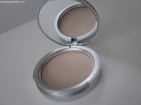 Blezi compact powder