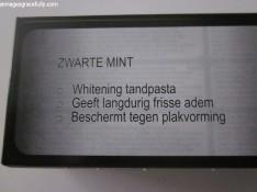 zwarte-tandpasta-3