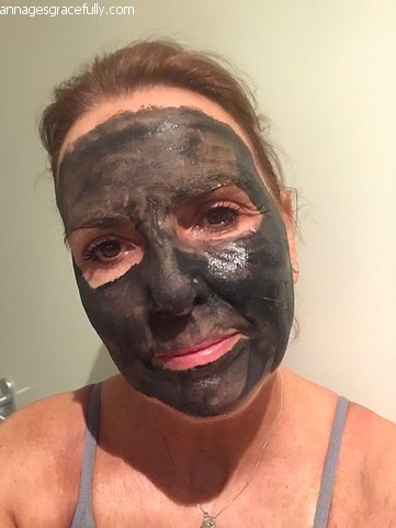 Madara charcoal & mud repair mask